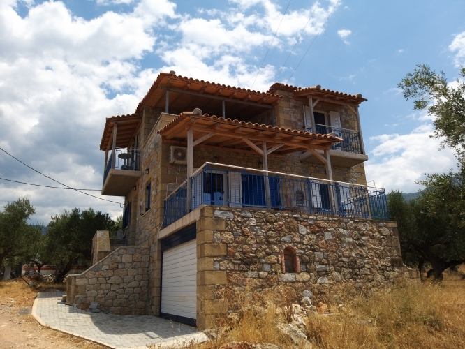 3 bedroom detached house, 4 minutes walk from Pantazi beach, Agios Nikolaos, €250,000