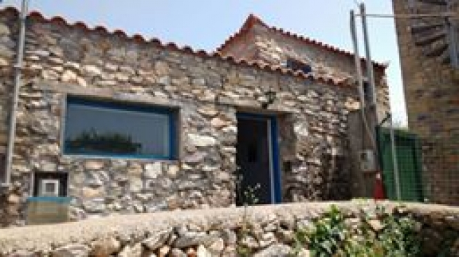 Stone house in Platsa - € 95.000