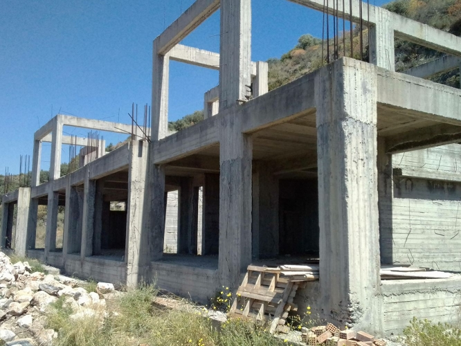 Plot with concrete shell at Neohori with stunning views - €140,000